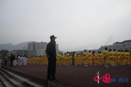 沐川圆满完成2014年全市中小学生田径运动会安全保卫任务