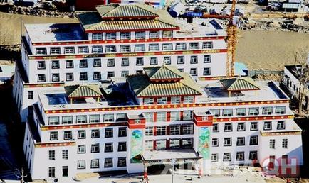 四川政协委员呼吁开办西南地区藏医院