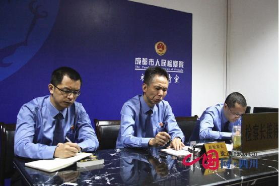 成都市人民检察院副检察长杨健接受群众视频上访