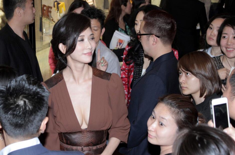 林志玲开胸装事业线直对镜头 其他图片