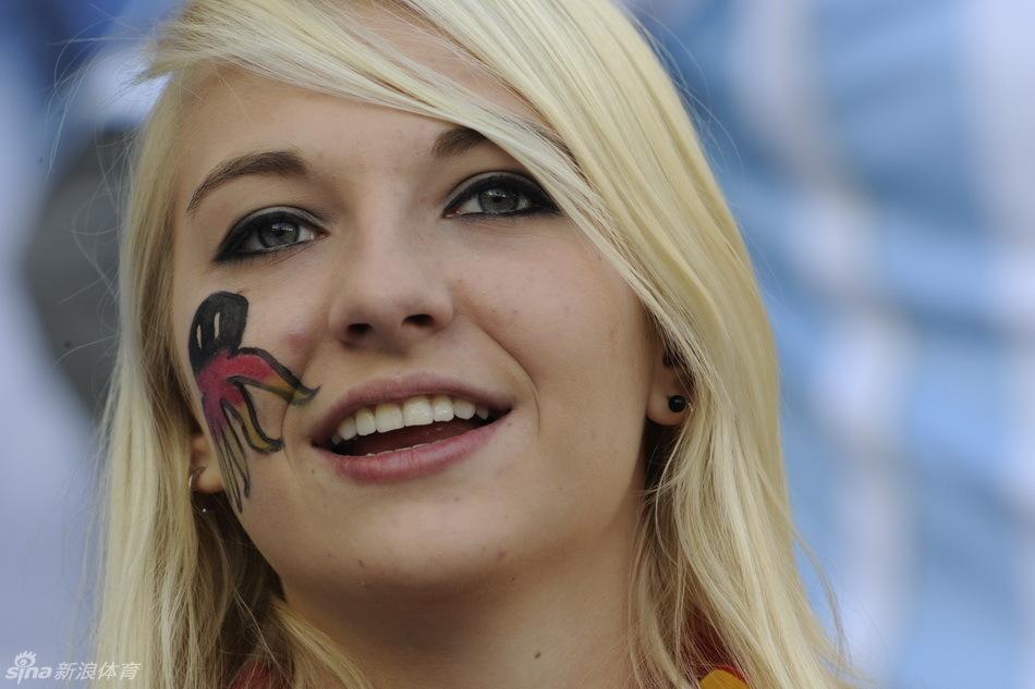 德国葡萄牙美女球迷PK 体育娱乐图片