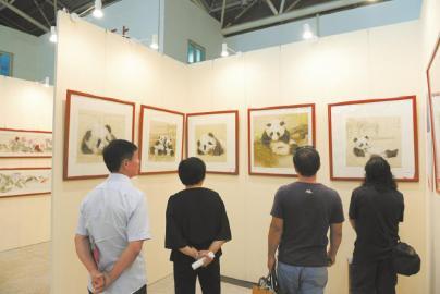 中国书画名家博览会开幕 成都艺术家作品人气旺