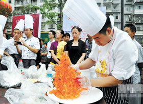 厨艺大比拼:勺铲秀尽满腹风光 香辣品遍人生