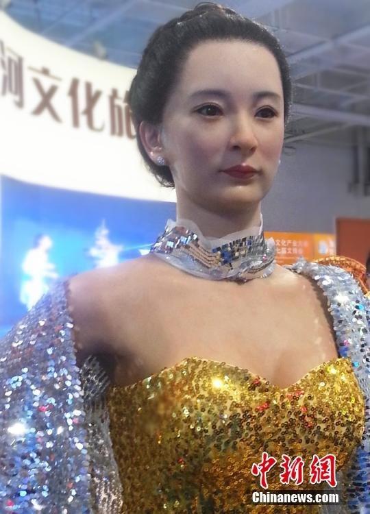 美女机器人惊艳亮相兰州 造型逼真 其他图片