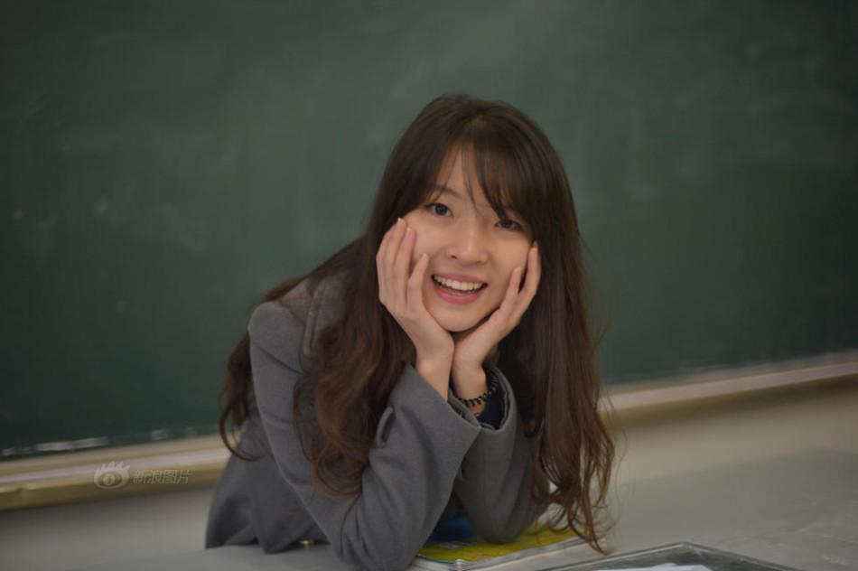 90后美女老师受学生热捧 社会图片