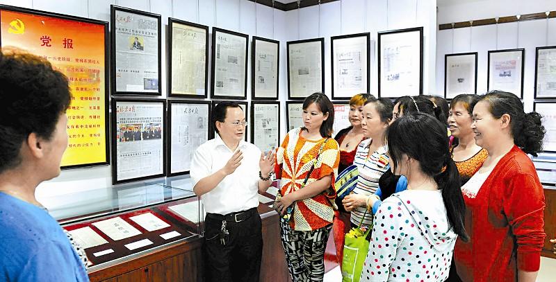 成都成华区有座报纸博物馆 收藏清代至今近5万份报纸