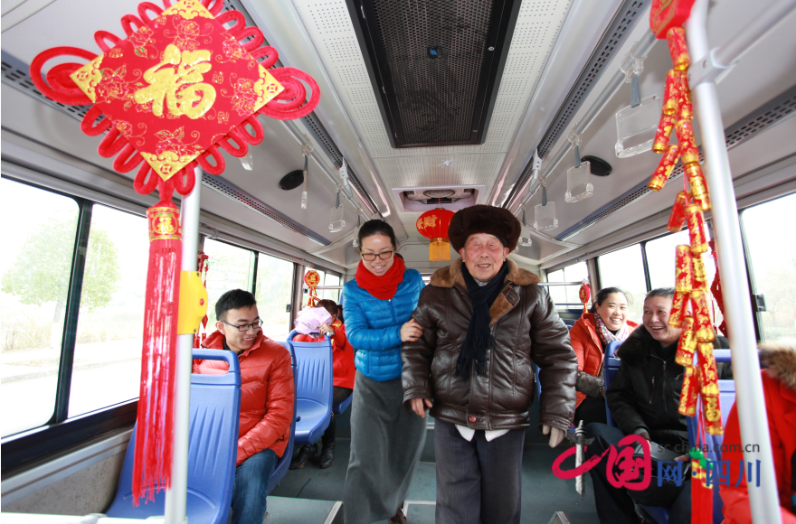遂宁:安居区农村公交年味浓