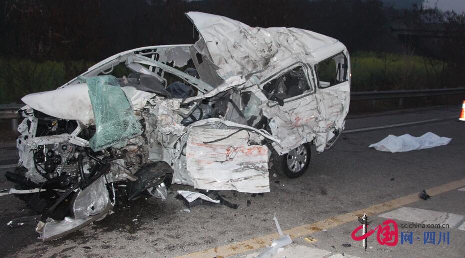 遂宁至广安金桥路段两车相撞一死一伤