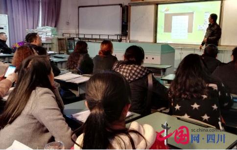 南充市和平路专家邀请小学进行电子白板新技术昆山市小学排名图片