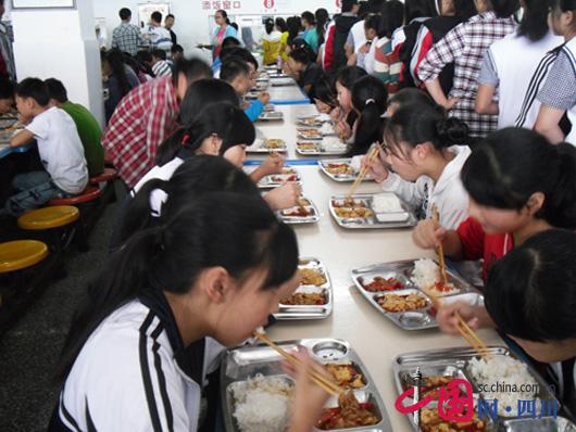邛崃学生创新营养助力农村教师高中计划试穿面举措改善三大图片