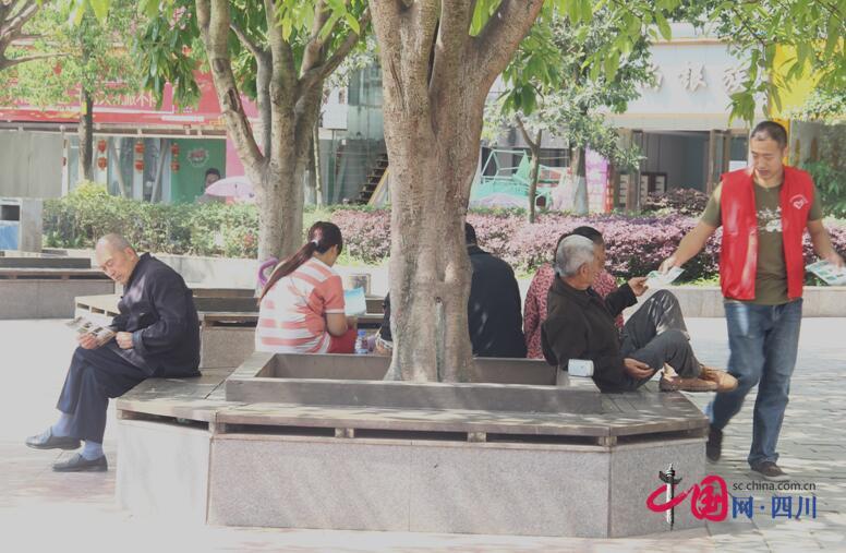 安居团委组织志愿者开展国卫复审宣传活动