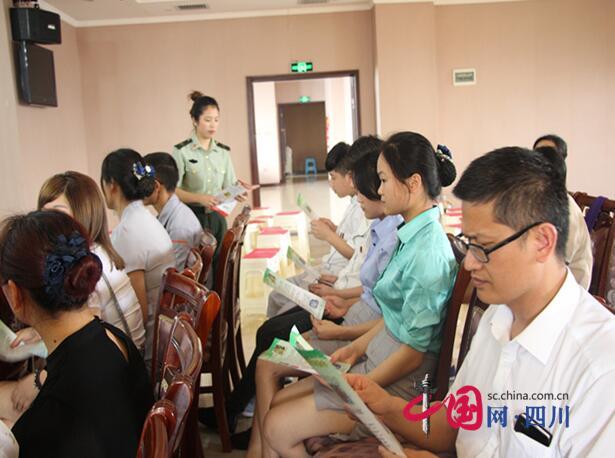 """安居消防宣传服务队进酒店 构筑安全""""防火墙"""""""