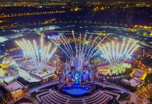 上海迪士尼试放烟花和试亮3D灯光秀