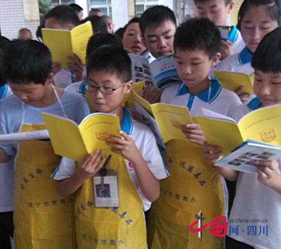 蓬溪县12个禁毒委成员单位共同开展禁毒日宣传活动