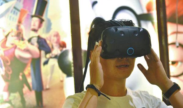 """成都最老电影院变身最潮 打造蓉城首个""""VR影院"""""""
