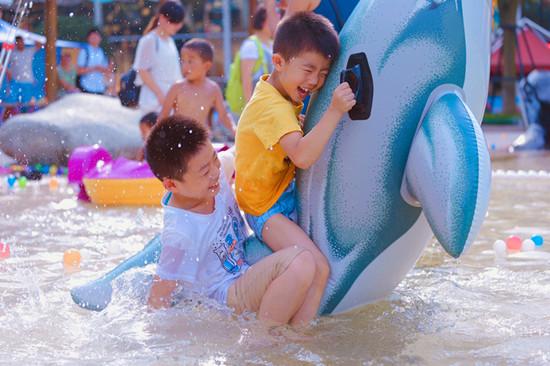 盛夏去海洋公园儿童水上乐园玩水避暑