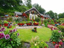 英七旬老人花费16年时间打造梦幻花园