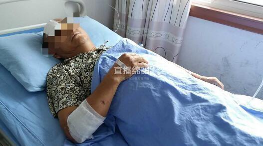 绵阳/今天(8.30),直播绵阳(微博)记者在市肿瘤医院见到了躺在病床...
