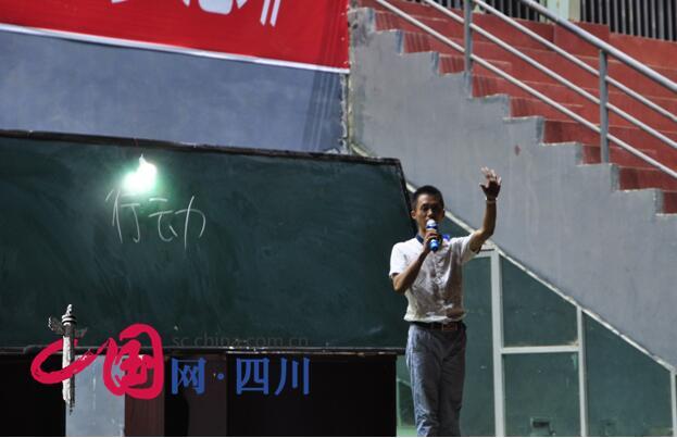 青年演讲师海枫到遂宁七中举行公益励志演讲