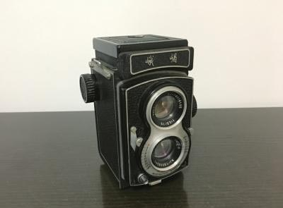 """7旬大爷收藏相机40年 家藏700多部""""老古董"""""""