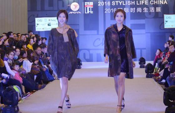 """超模亮相西博会 """"韩国小姐""""T台秀让时尚馆燃起来!"""