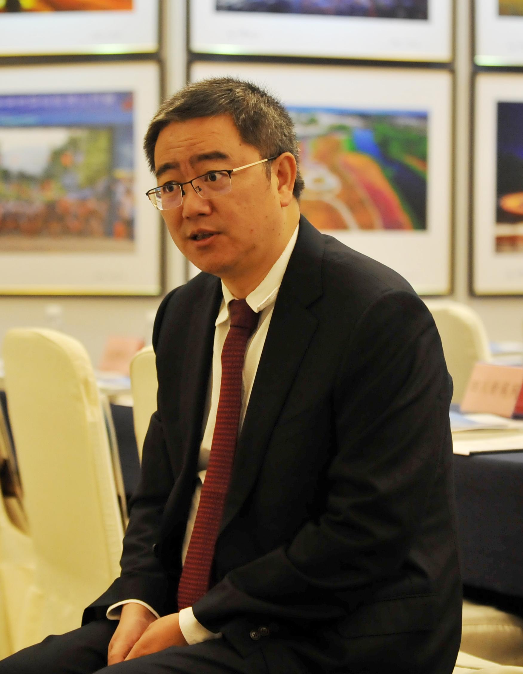 """西昌市委书记李俊:保持经济中高速增长是""""铂金十年""""的基本要求"""