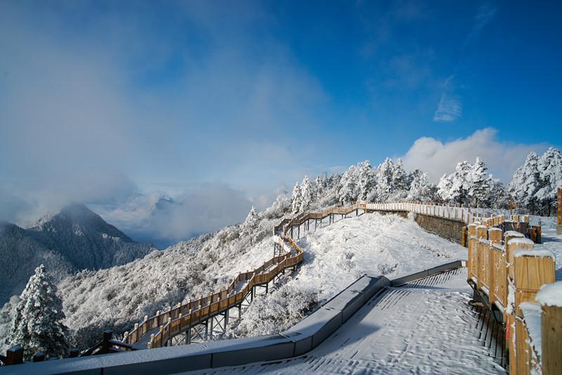 """西岭雪山今年不一样 """"雪搏美迦大师赛""""邀你听着摇滚玩滑雪"""