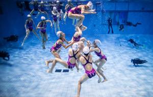 探访花样游泳美少女 5米泳池中的童年