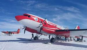 """中国首架固定翼飞机""""雪鹰601"""" 首降南极之巅"""