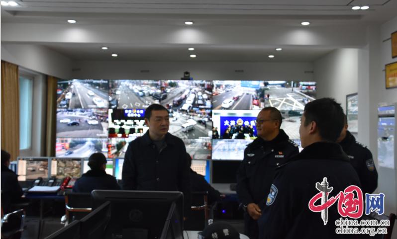 大英:蒋喻新慰问春节坚守岗位的民警 要求忠诚履职 确保社会治安秩序持续平稳