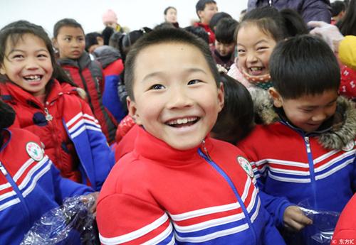 四川:中小学生校服穿两年以上才能换