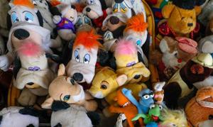 比利時86歲老人65年收藏20000多個玩具