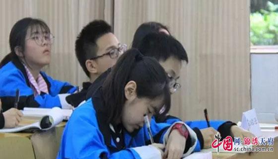 """南充高中举办""""名家讲坛"""" 陈昌松作律体诗创作讲座"""