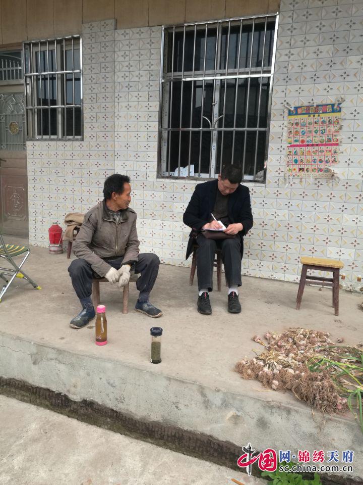 """射洪县金鹤乡机关领导干部积极开展""""大走访""""活动"""