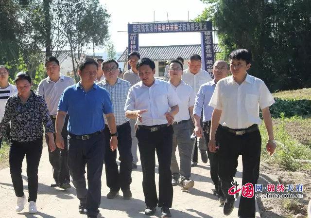 巴中市检察院检察长刘晓勇一行到坦溪镇孤山村、苟溪村调研