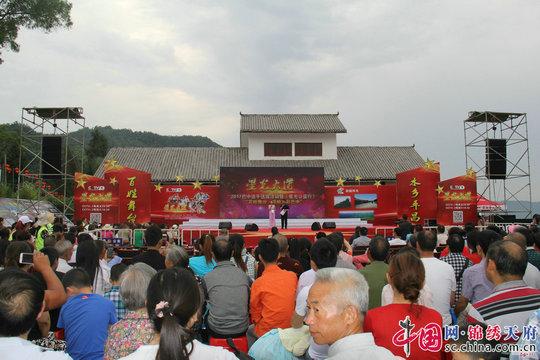 《星光大道》巴中赛区首场海选活动落户平昌青凤镇  80余名选手激烈角逐吸引上万群众
