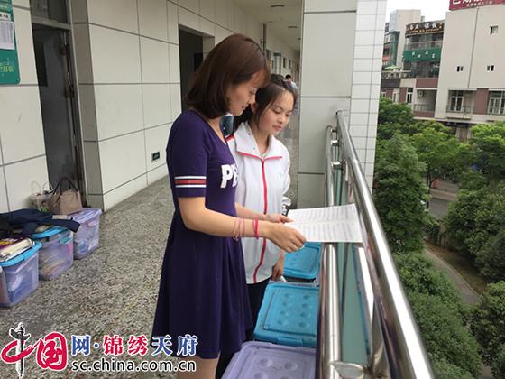 """成都三中创新开展""""党建+""""模式 学校教育教学再上新台阶"""