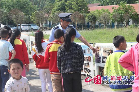 蓬溪县公安局芝溪派出所开展禁毒宣传进校园活动