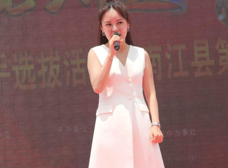 《星光大道》南江海选遇杨梅采摘节 成千上万游客乐享图片