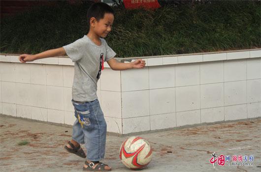 到广元市剑阁县鹤龄镇化林村鸯溪小学开展体育支教活动.