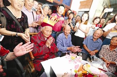 成都百岁以上老人达1005人 七成是女性 简阳最多
